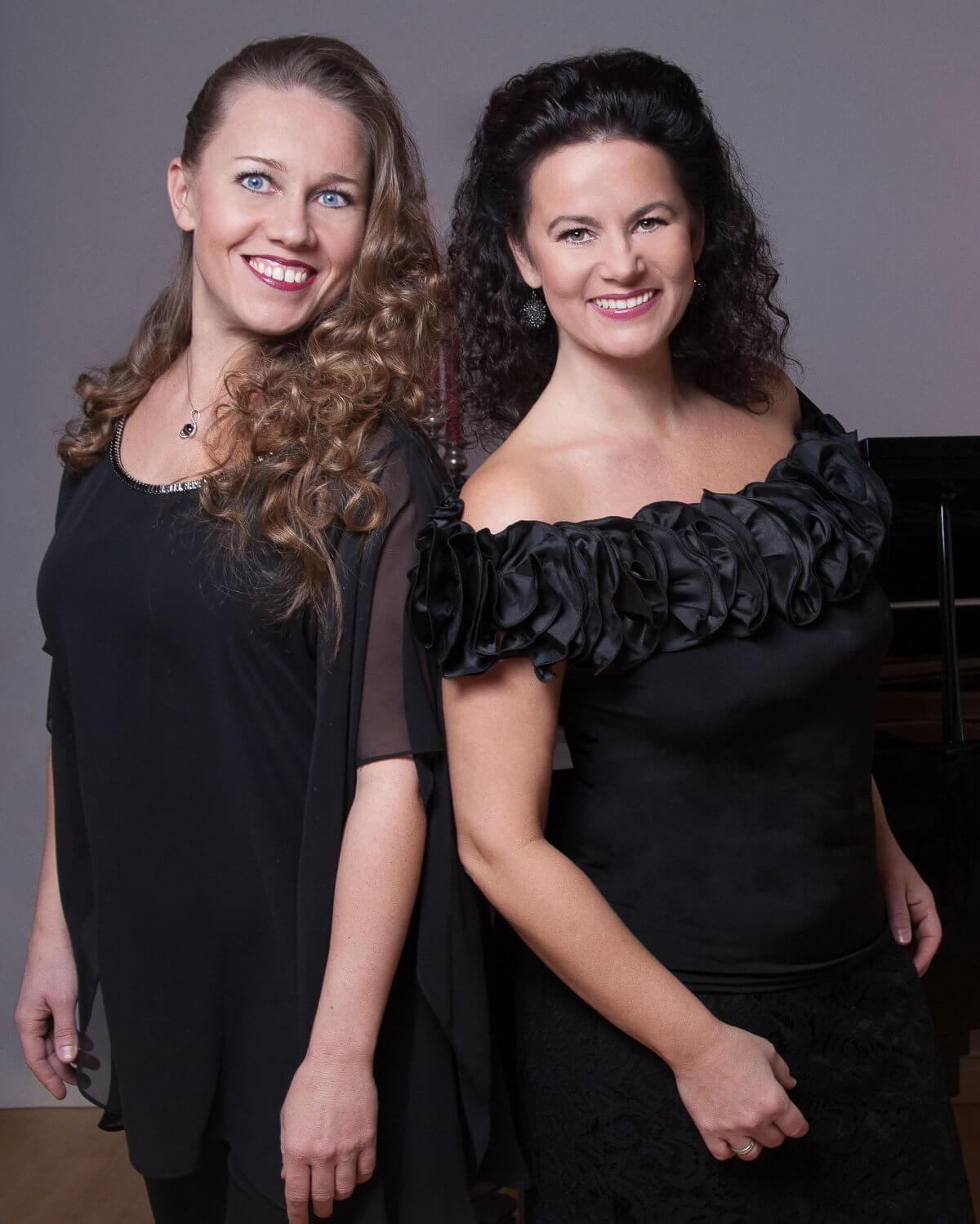 zwei Sängerinnen